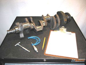 1e_302_crankshaft_measuring_bearing_clearances_3